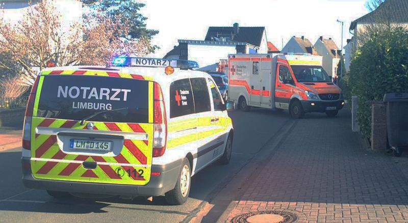 Eiinsatz Feuerwehr Lindenholzhausen Ruebsanger Strasse - (c) Feuerwehr Lindenholzhausen